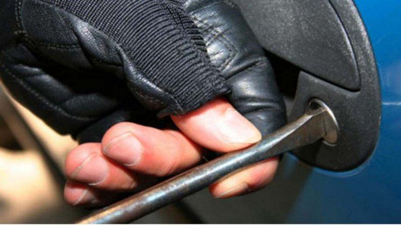 En poder de uno de los detenidos encontraron el destornillador.