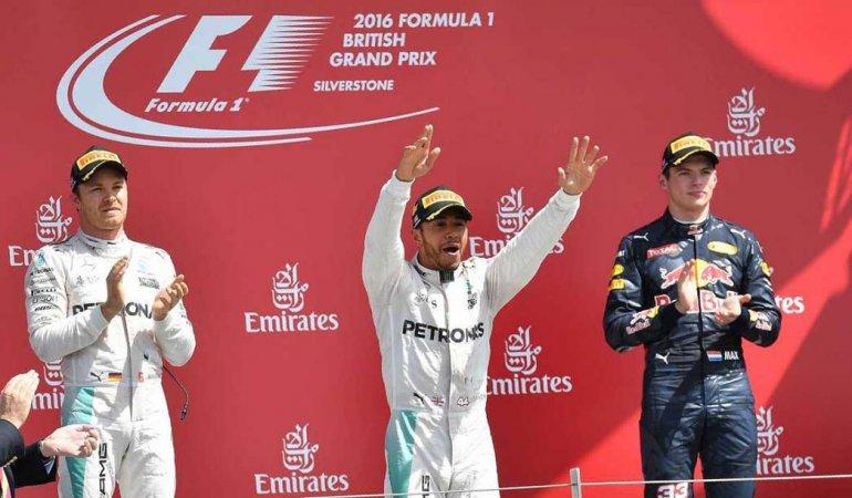 El podio de la Fórmula 1 y una vez más Lewis Hamilton festejó en lo más alto del podio.