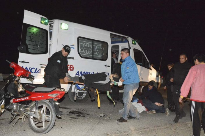 Los tres heridos que presentaban lesiones de diversa consideración fueron trasladados en ambulancias al Hospital Zonal.