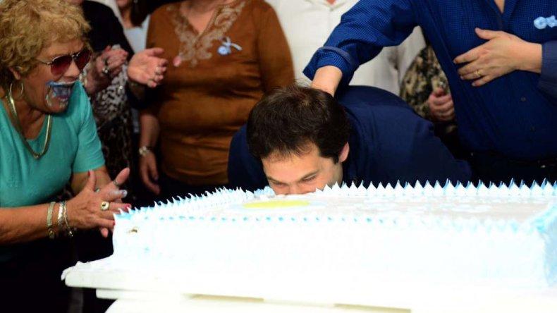 Linares comparte la torta con Luque