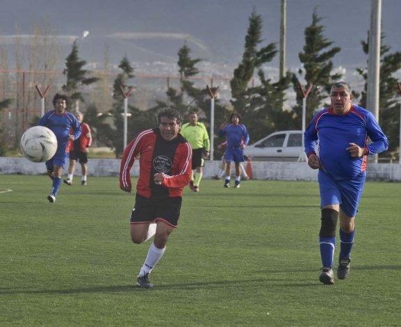 Optica Luz del Sur goleó 7-1 a CCER Obras y sigue a cinco puntos de la cima en la zona A.