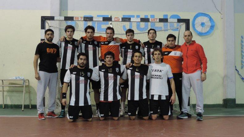 El plantel masculino de Nueva Generación que se consagró campeón del torneo Apertura en la categoría Mayores.