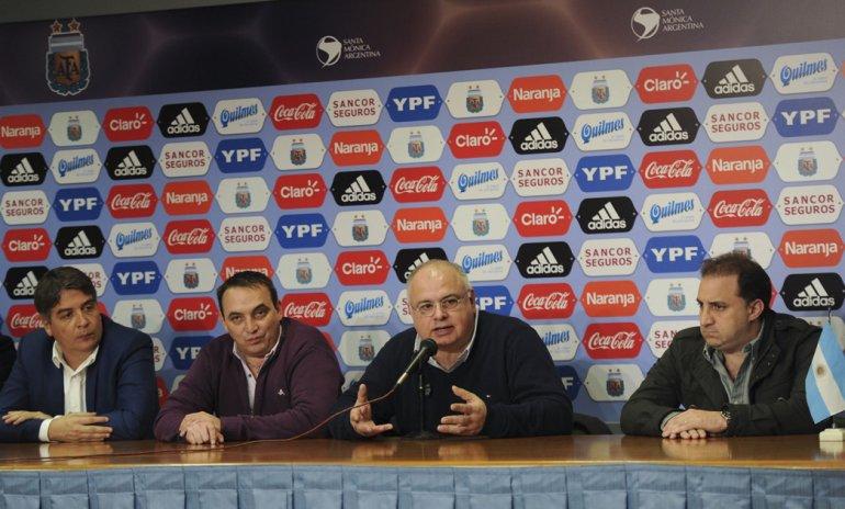 Los dirigentes del fútbol de ascenso se niegan a aprobar el reparto de dinero que proponen los clubes grandes de Primera división.