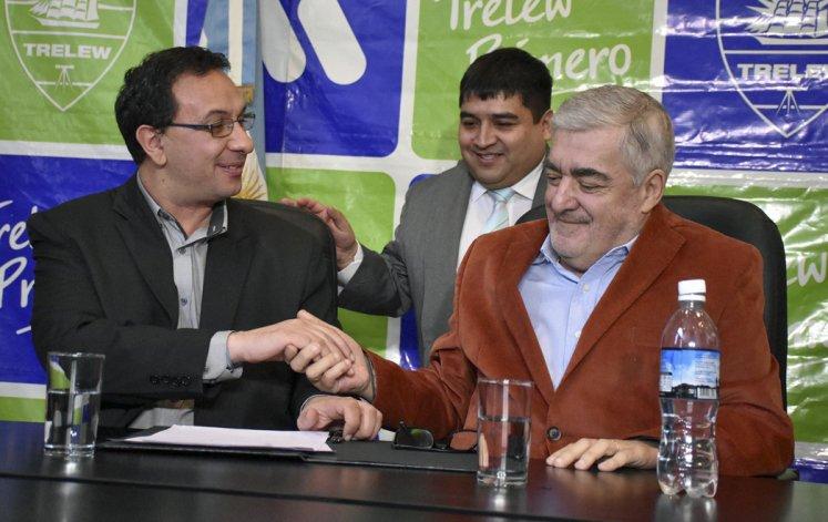 Das Neves firmó convenios de obras con el intendente Adrián Maderna. Implica obras para Trelew.
