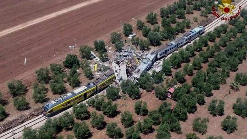 Al menos diez muertos y varios heridos por choque de dos trenes
