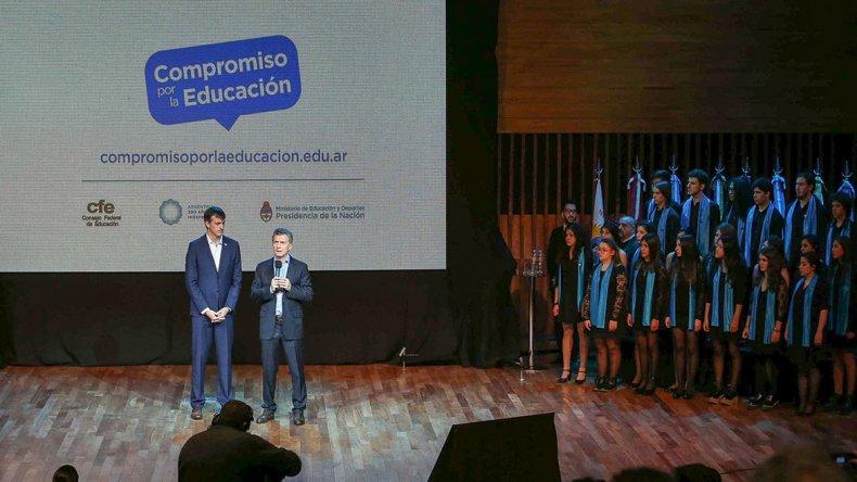 Bullrich y Macri presentaron Compromiso por la educación.