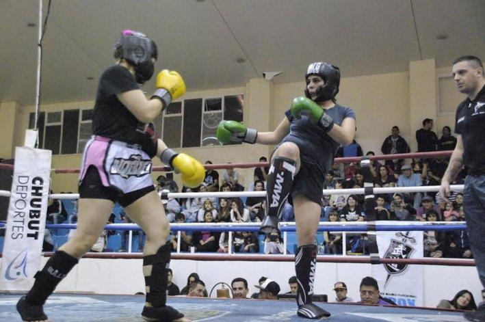 El torneo amateur reunió gran cantidad de luchadores en el gimnasio 1.