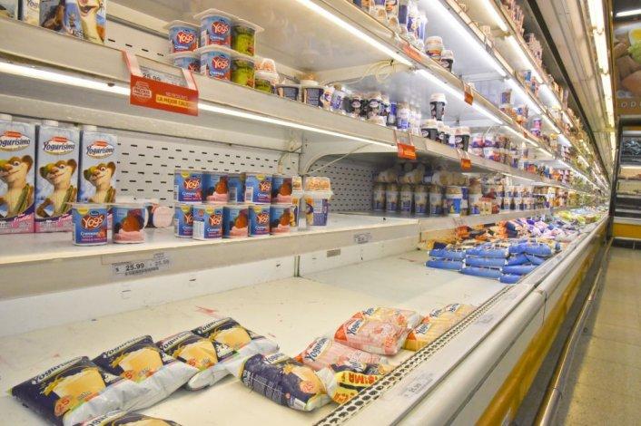 Así se encuentran hoy las góndolas de los supermercados.