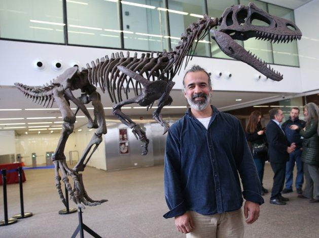 Un inusual terópodo fue presentado por el paleontólogo Sebastián Apesteguía.