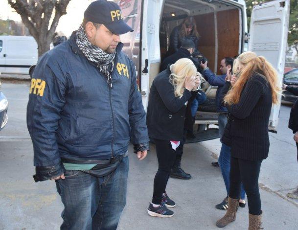 Los detenidos por el delito de trata de personas en el megaoperativo de Puerto San Julián recuperaron su libertad luego de declarar en el Juzgado Federal de Caleta Olivia.