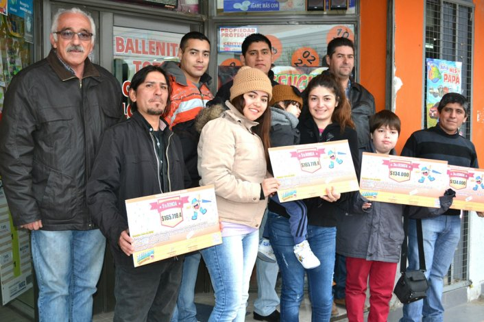 Esta vez fue en Sarmiento la entrega de premios a ganadores del Telebingo.