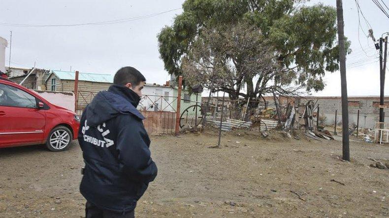 La Policía de la Seccional Tercera buscó indicios de los asaltantes que ingresaron en pleno mediodía a Julio Ladvocat 170
