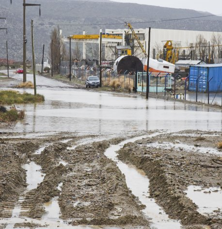 La lluvia caída desde el miércoles dejó calles anegadas en las zonas periféricas. Los pluviales de la zona sur funcionaron sin mayores problemas.
