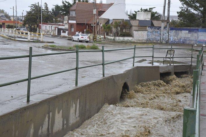 Por los 25 milímetros de lluvia caídos evacuaron a 8 familias en el Abásolo