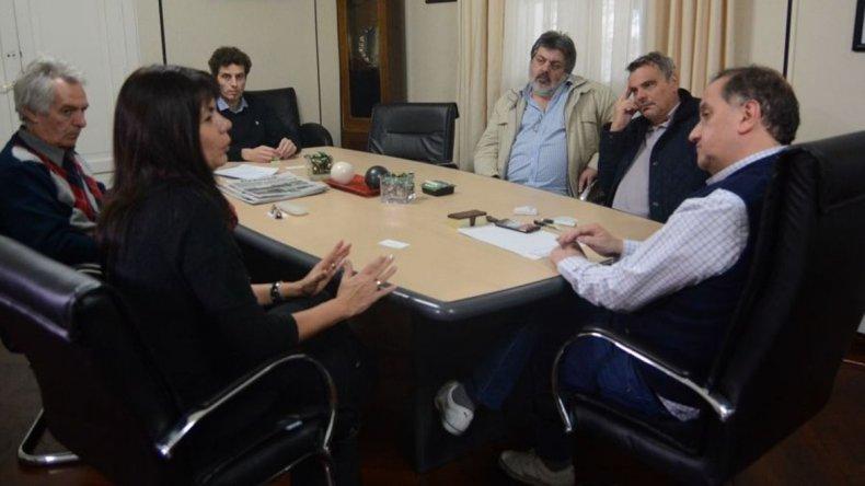 Referentes de la SEDRONAR y de la Agencia Provincial para la Prevención de Drogadependencia y el intendente Carlos Linares acordaron trabajos en conjunto.