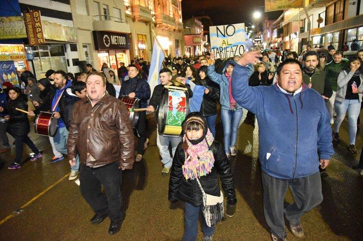 Personas que representaban a diferentes barrios se reunieron para decirle no a los tarifazos.