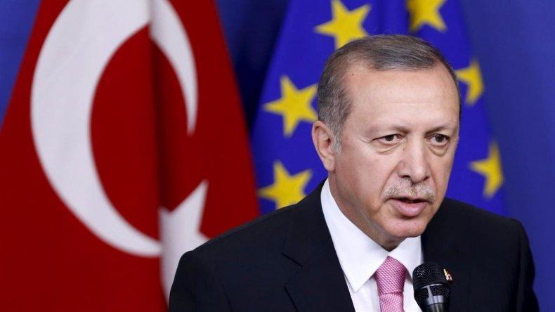 El presidente de Turquía llamó a la gente a resistir el golpe de Estado
