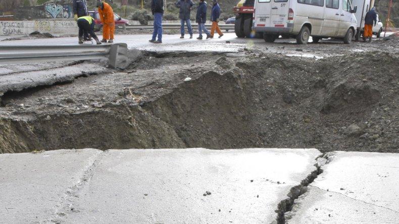 La intensa lluvia del jueves a la madrugada produjo que cediera el terreno y desestabilizara el talud de la obra de la avenida Quintana.
