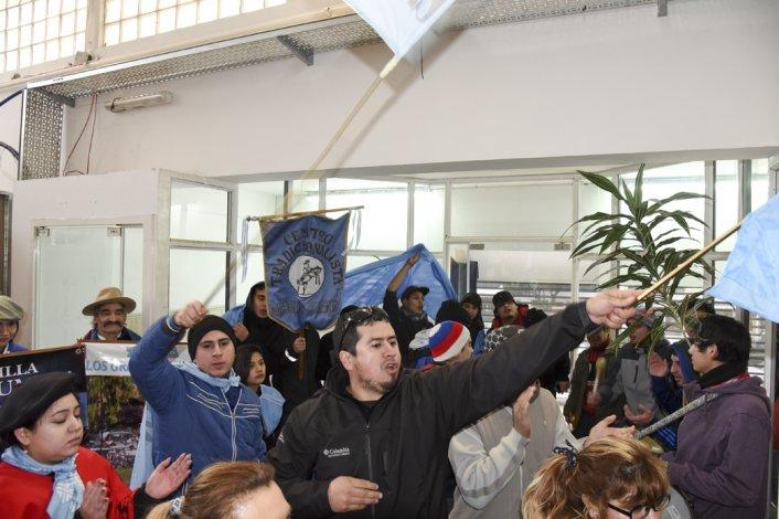 Fueron al municipio y al Concejo para pedir la renuncia de Parada