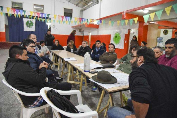 Vecinos de Laprida se reunieron ayer en la sede vecinal con el subsecretario de Ambiente