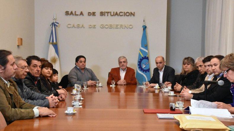 El gobernador Das Neves al encabezar el viernes una licitación en la Casa de Gobierno.