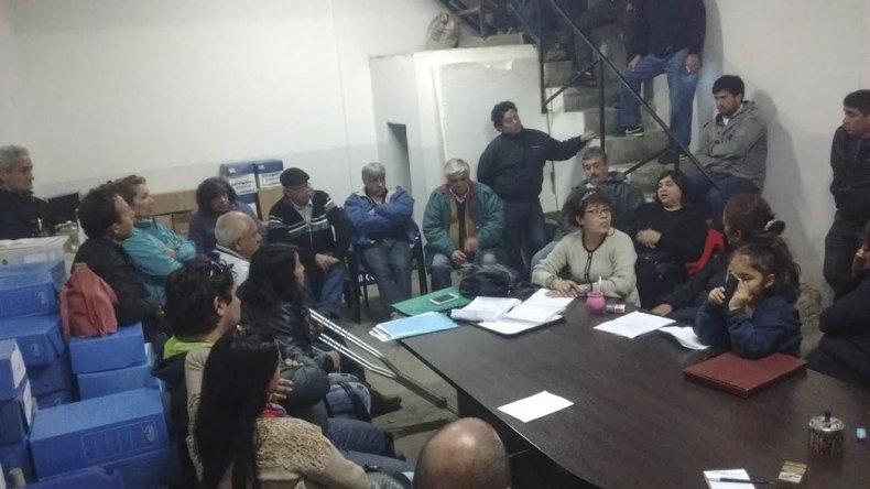 La comisión de trabajo integrada por dirigentes barriales pide retrotraer la facturación a las tarifad de febrero.
