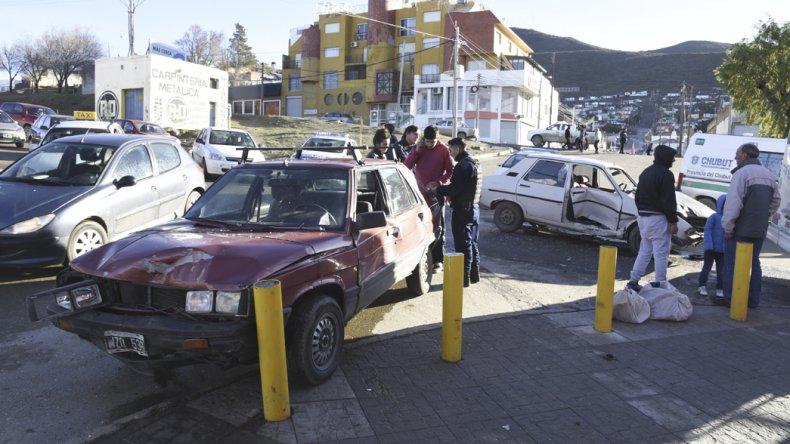 Los vehículos involucrados registraron importantes daños.