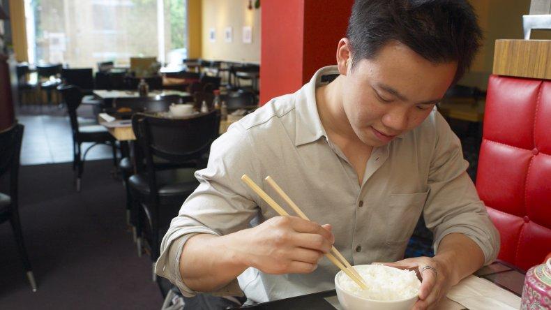 Por qué los japoneses son tan delgados, pese a comer hidratos