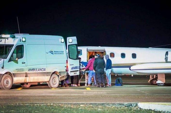 El cabo primero Mauricio Díaz fue trasladado en la madrugada de ayer en un avión sanitario hacia un centro de mayor complejidad de Buenos Aires.