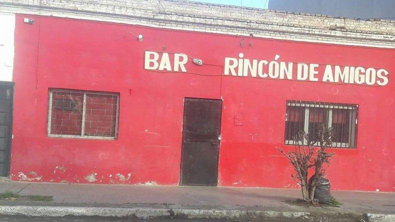 El bar Rincón de Amigos no contaba con habilitación comercial y a la vez tenía a seis menores en el interior consumiendo bebidas.