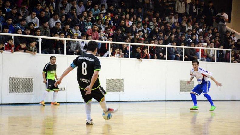 UOCRA Comodoro se impuso en la primera final ante Auto Lavado El Tiburón en un gimnasio municipal 1 que lució a full.