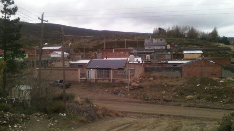 El nuevo loteo de Los Tres Pinos ya sufrió numerosos robos y la policía no cuenta con patrulleros suficientes para recorrer la zona.