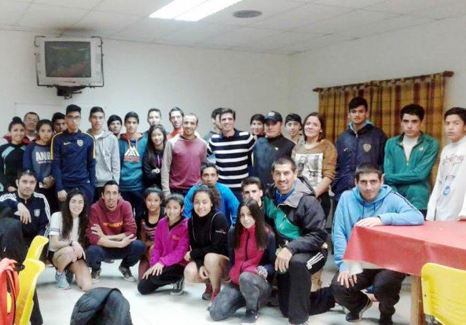 El grupo de atletas que participó del Campamento de Mediofondo y Fondo en Rada Tilly.