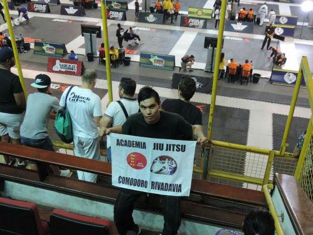 El luchador comodorense Guillermo Ruiz posando en el gimnasio Parque Ibirapuera de San Pablo.
