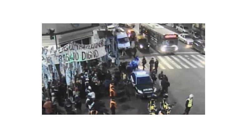 Arrancó la protesta con ollas populares para denunciar la pobreza
