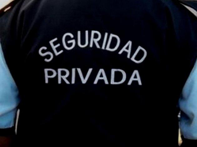 Le robaron el uniforme completo a un empleado de seguridad en el Pietrobelli