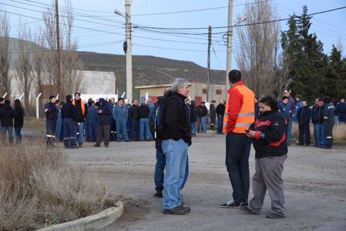 Evacuaron la planta química de la empresa Bolland por un principio de incendio