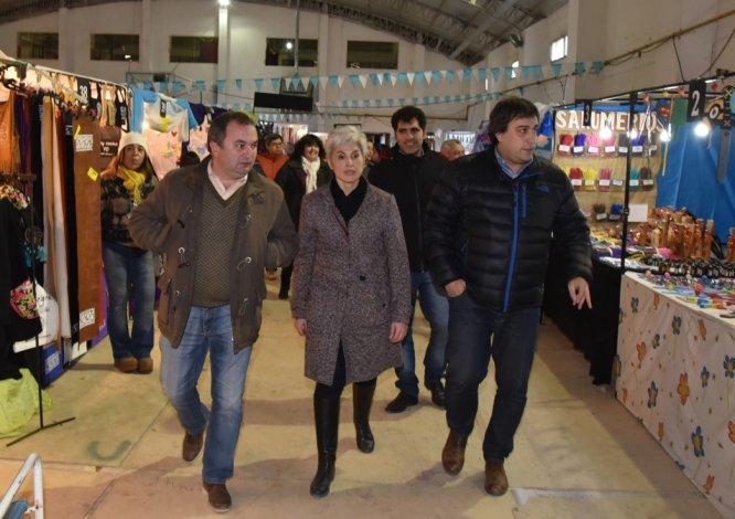 El intendente Facundo Prades dejó formalmente inaugurada la Expo Invierno en el gimnasio ubicado en el barrio 26 de Junio.