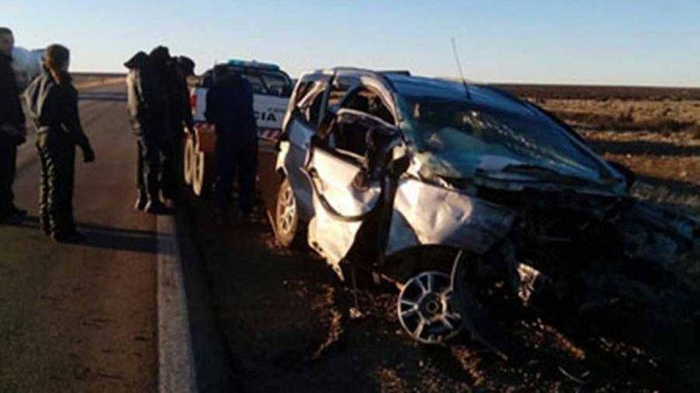 La camioneta Ford EcoSport quedó seriamente dañada luego de impactar sobre la Ruta 3 contra un camión Volvo 400 que circulaba en sentido contrario.