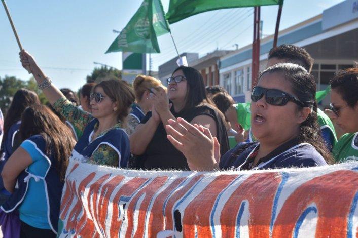El adelanto financiero que envió Nación a Santa Cruz no alcanza para cubrir el pago del medio aguinaldo a los trabajadores estatales y la tensión social va en aumento.