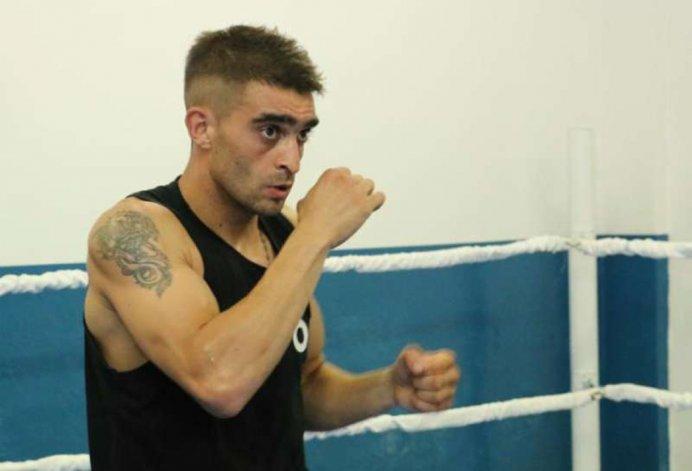 Matías Rueda continúa con su preparación en Las Vegas para la pelea del sábado ante el mexicano Oscar Valdez.