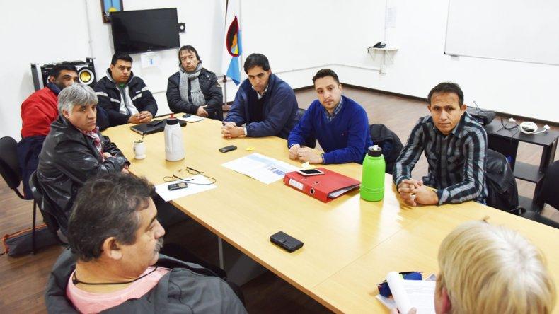 Los vecinalistas se reunieron ayer con concejales. Quieren que la conferencia de autoridades nacionales sea abierta a toda la comunidad.