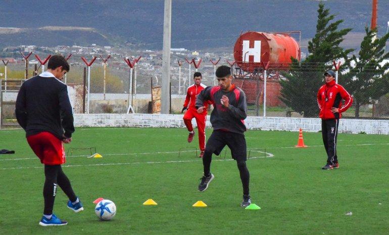 El plantel de Huracán volvió ayer a los entrenamientos en un solo turno.