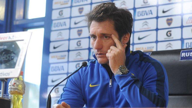Guillermo Barros Schelotto aseguró que Carlos Tevez seguirá en Boca e hizo una autocrítica en conferencia de prensa.