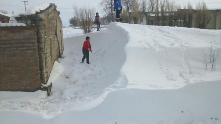 En la zona de la meseta la caída de nieve fue intensa en los últimos días.