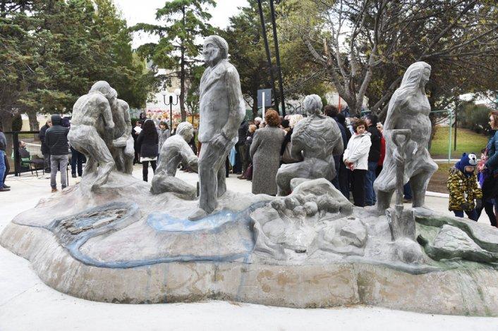El monumento simboliza las características de quienes llegaron del norte.