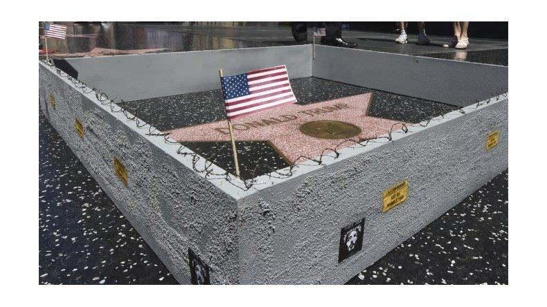 Todos contra Donald: levantan muro a la estrella de Trump en Hollywood