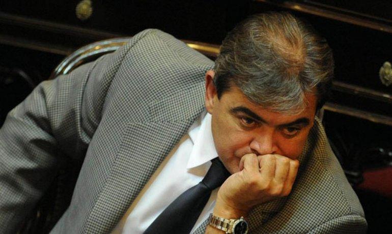 Demoraron en Ezeiza al ex senador Nicolás Fernández