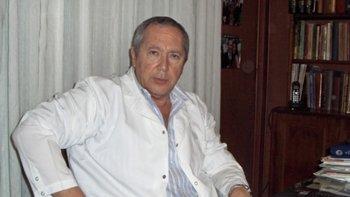Dr. Miguel Angel Gramajo Booth (MN 42.569), médico flebólogo universitario con experiencia de 30 años en su especialidad. Orador en numerosos congresos nacionales y extranjeros. Miembro del American College of Phlebology. Pionero en los procedimientos de recuperación funcional sin extirpación.