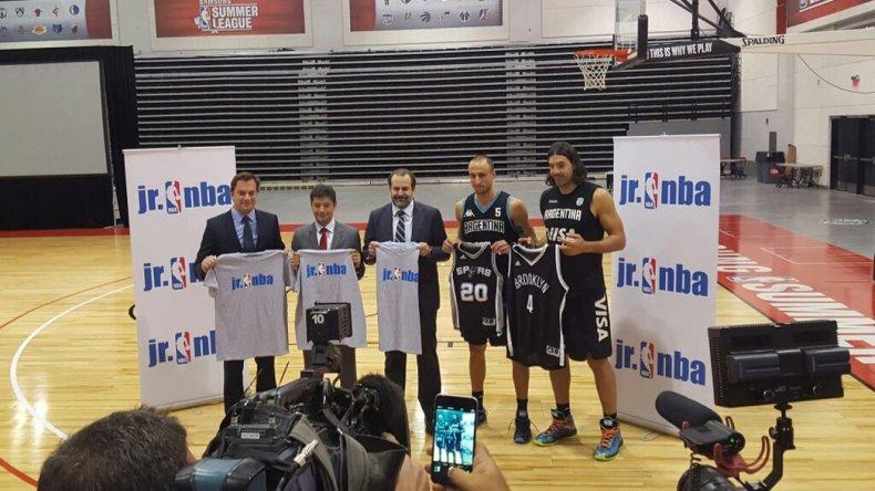 Momentos del anuncio formulado por la NBA y la Confederación Argentina de Básquetbol.